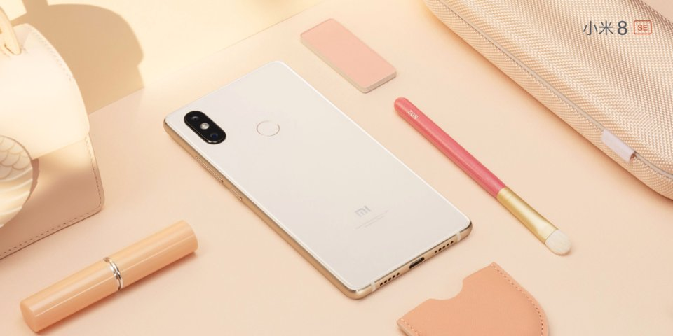 Mi 8 SE okostelefon - 6+64GB, arany